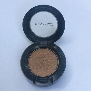 MAC light brown Mulch Velvet eyeshadow